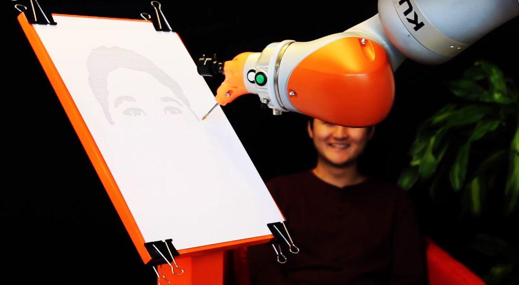 Bras dessinateur robotique